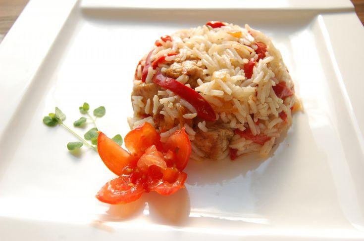Sałatka z ryżu i kurczaka- świetna do pracy.