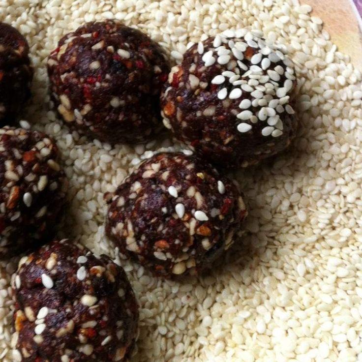 Recipe Vegan Raw Prune Balls by VeganAnni - Recipe of category Desserts