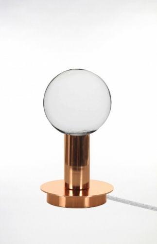 Torch bordlampe laget i kobber. Hvit tekstilkabel (3,5m) med bryter og stikkontakt.Diameter: 12 cm Høyde: 22 cmSokkel: E27Max 60W Anbefalt lyskilde:Globepære