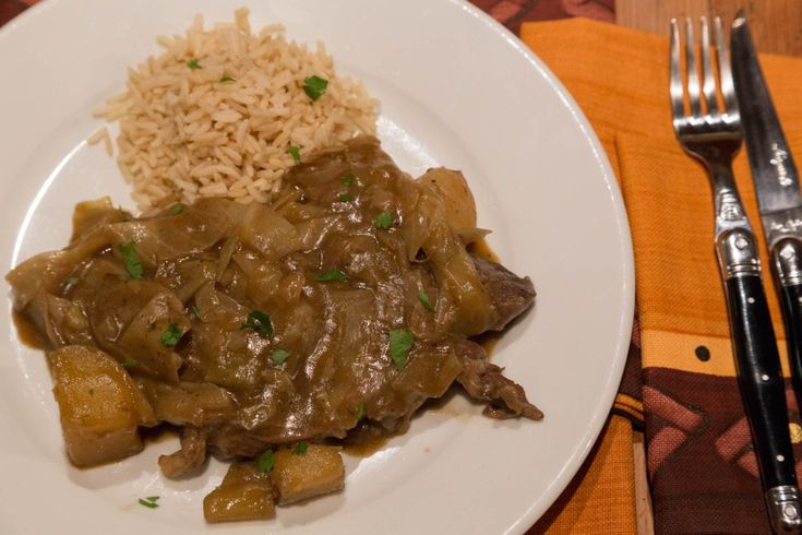 A South African classic. A bredie is a type of stew, slowly simmered – the type of vegetable used usually gives it its name. Serves 6 Ingredients: 1 medium cabbage, cleaned 30 ml / 2 tablespo…