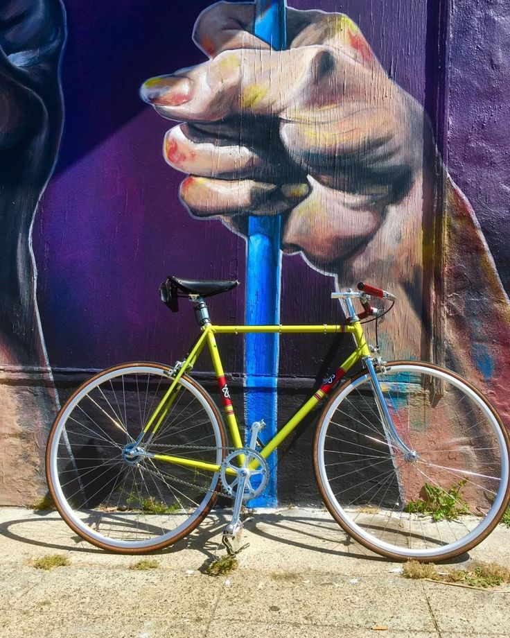 Legnano track bike. #legnano #singlespeed #pista #campagnolo #ambrosio #velo #streetart #graffiti #graffitiart #graffitiporn #fixie #fixedgear http://misstagram.com/ipost/1544629498379635200/?code=BVvoFhQggoA