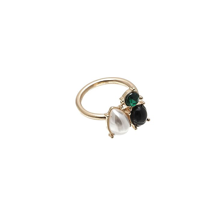 #rings #Fashion #trend #Accessories #gold  #green #woman #fashionwoman #style #diva #trend #beauty #hand #woman