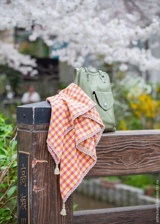 Платок из хлопка и льна. Край отделан льняным кружевом с бисером в старинной турецкой технике вязаного кружева -- ойя.