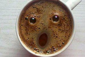 Acordei tão cedo que até o meu café ficou surpreso!