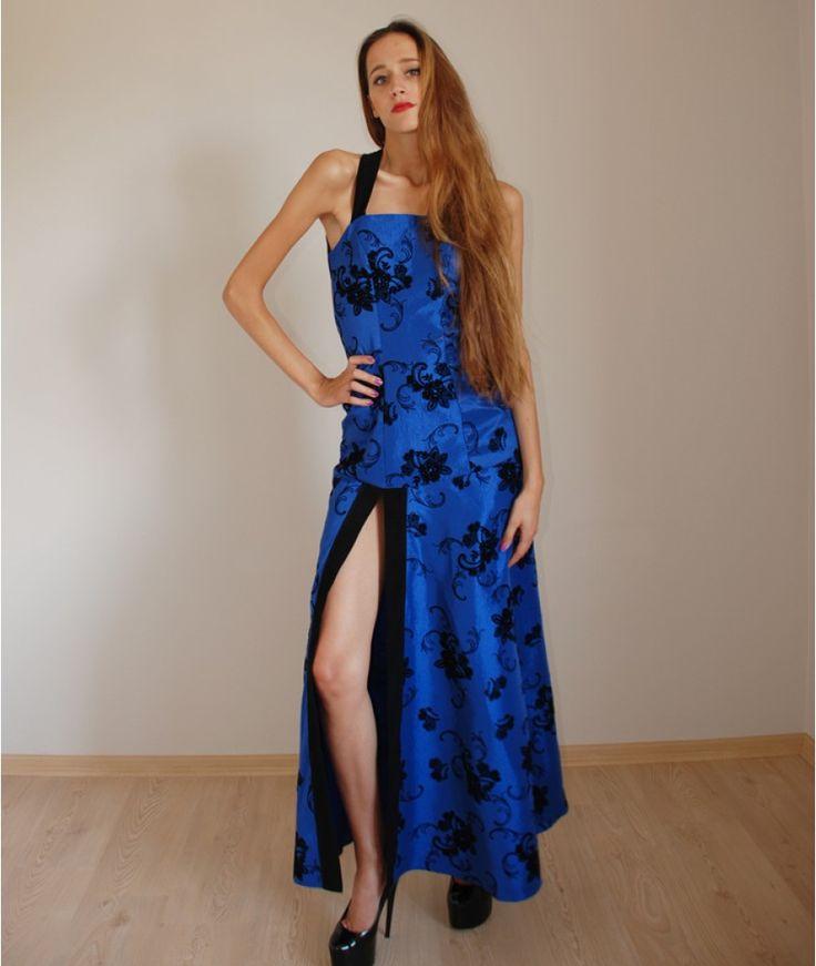 http://www.butambenlik.com/kadife-cicekli-elbise