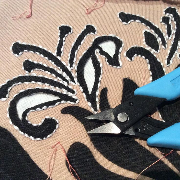 Micro scissors - the reverse appliquers best friend.  #therighttoolfortherightjob #alabamachanin #theschoolofmaking