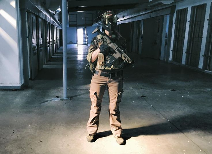 So this lighting here was amazing but made my pants looks tan... was definitely wearing green & played for #sovereignstates . #airsoftoperator #airsoftlife #airsoftphotography #airsoftinternational #airsoftobsessed #airsoftgear #airsoftworldwide #airsoftglobus #airsoftguns #airsoftplayer #airsoft_community #airsoftmilsim #milsim #worldwideairsoft #worldairsoft #milsiminternational #airsoftuk  #milsimlife #doairsoft #airsoftporn #airsoftpics #airsoftnation #pewpew #slaydie #airsoftgirl…