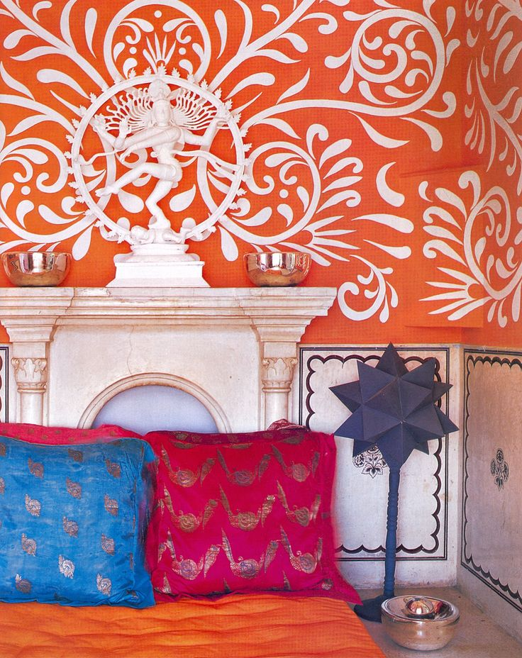 Liza Bruce and her husband have found and decorated three incredible house around the world. This was their first home in India. I love the painted walls in this bedroom and the colors that make me happy.