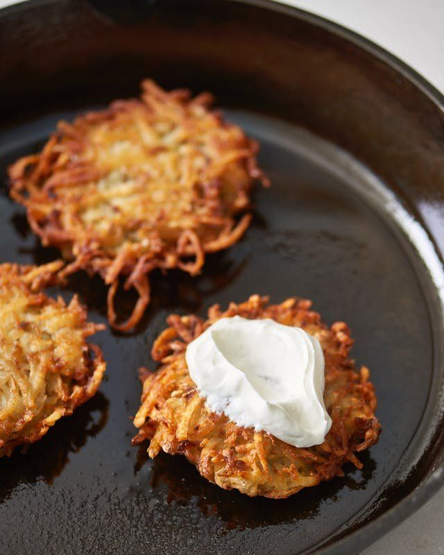 How to Make Classic Homemade Latkes Recipe. Great for holidays like easter, hanukkah, or Christmas morning. Also a simple and easy weekend breakfast or brunch of if you're having breakfast for dinner.