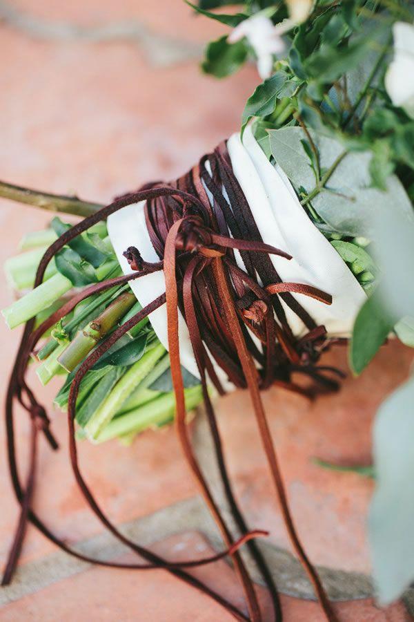 11 Beautiful Bouquet Wrap Ideas - WeddingWire.com