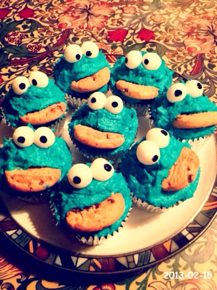 Cookie Monster cupcakes! So easy but effective ^_^