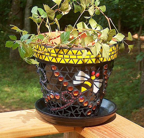 Mosaic Flower Pot   Bumble Bee Flower Pot