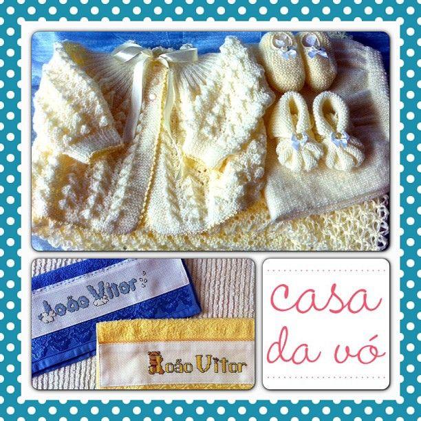 Jogo de tricô 5 peças - casaco, mijão, manta e 2 pares de sapato - e toalhinhas personalizadas! Tudo para o João Vitor <3  #forsale #kraft #casadavo #moip #paypal casa.davo@yahoo.com