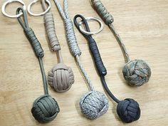 Llaveros caseros hechos  a mano con cordel y nudo marinero