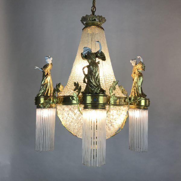 Lampadario in Bronzo Dorato con Cristalli e Statuine in Porcellana - Periodo: 1900