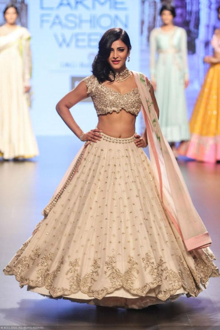 View LFW '16 Day 3: Anushree Reddy Pics on TOI Photogallery