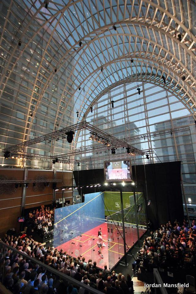 #Squash Glass Court a Canary Wharf, Londra, nel 2011.