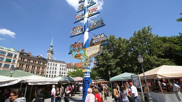 Der Viktualienmarkt ist ein ständiger Markt für Lebensmittel  in der Altstadt von München. Er findet seit 1807 täglich, außer an Sonn- und Feiertagen, statt. Das Erscheinungsbild des über zwei Hektar großen Geländes wird durch fest errichtete Buden mit zum Teil großen Auslagen geprägt. Dazu kommen einige saisonal unterschiedliche fliegende Stände.  Die Marktstände sind in mehreren Abteilungen um einen Biergarten angeordnet. Das Gelände wird außerdem durch Münchens zentralen Maibaum und…