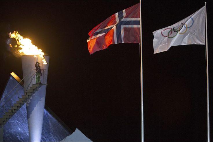 La plus historique    La famille royale de Norvège était mobilisée ce vendredi 12 février à Lillehammer pour l'ouverture des Jeux olympiques de la jeunesse (JOJ) 2016. Et c'est la petite princesse Ingrid Alexandra, la fille du prince héritier Haakon et de la princesse Mette-Marit, qui a allumé la torche olympique.