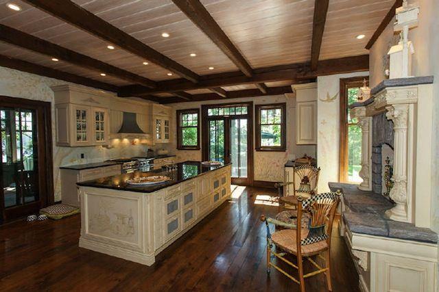 #Canada #isola #cucina #kitchen #casedilusso http://www.lussocase.it/2013/03/isola-canadese-in-vendita-10-milioni-di-dollari/