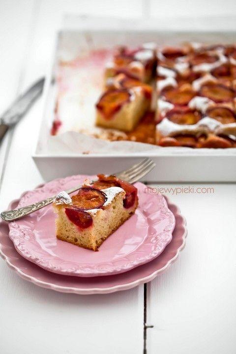 Jogurtowe ciasto ze śliwkami