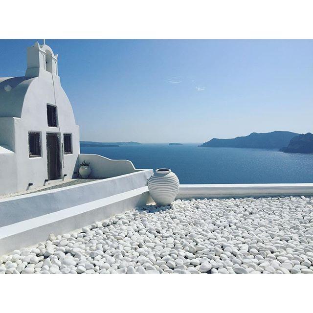White & blue, #Santorini's #architecture #Cyclades Photo credits: @bbridiebb
