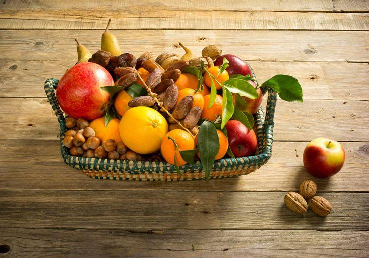Frutta, frutta secca e altre delizie nel cesto di portanatura.it