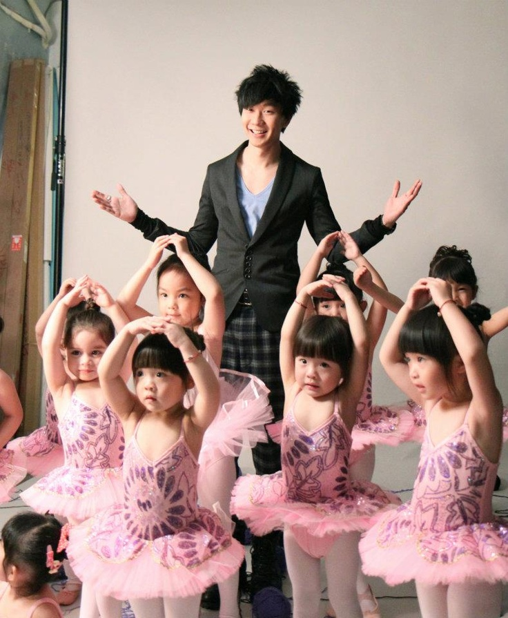 JJ Lin with some adorable baby ballerinas :)
