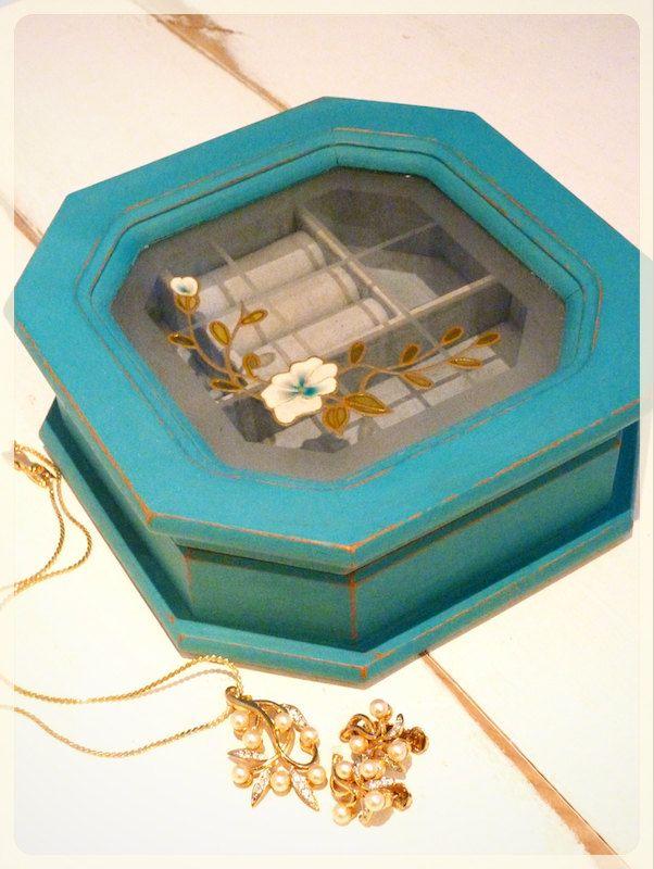 Boîte à bijoux vintage revampée, bois peint à la main, turquoise, shabby-chic