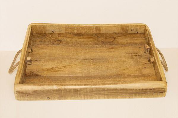 Vassoio con manici in corda di canapa realizzato con legno di recupero.