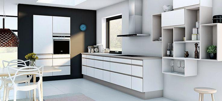 Hvitt kjøkken med rustikk tre, Kjøkken med åpne hyller, Designa Multi
