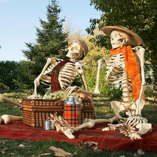 Halloween Outdoor Yard Decorations: Outdoor Halloween Decorating With Skeletons