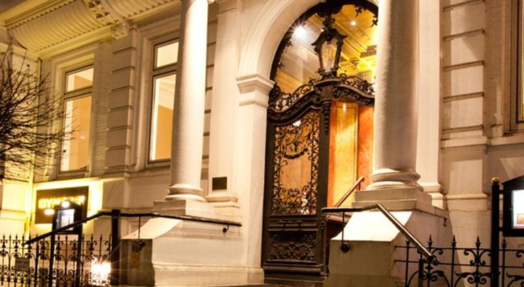 Hotel Alsterblick Hamburg This historic hotel lies at the heart of Hamburg with a view of the beautiful Außenalster lake only 15 minutes from the city's shopping boulevards and the central train station.