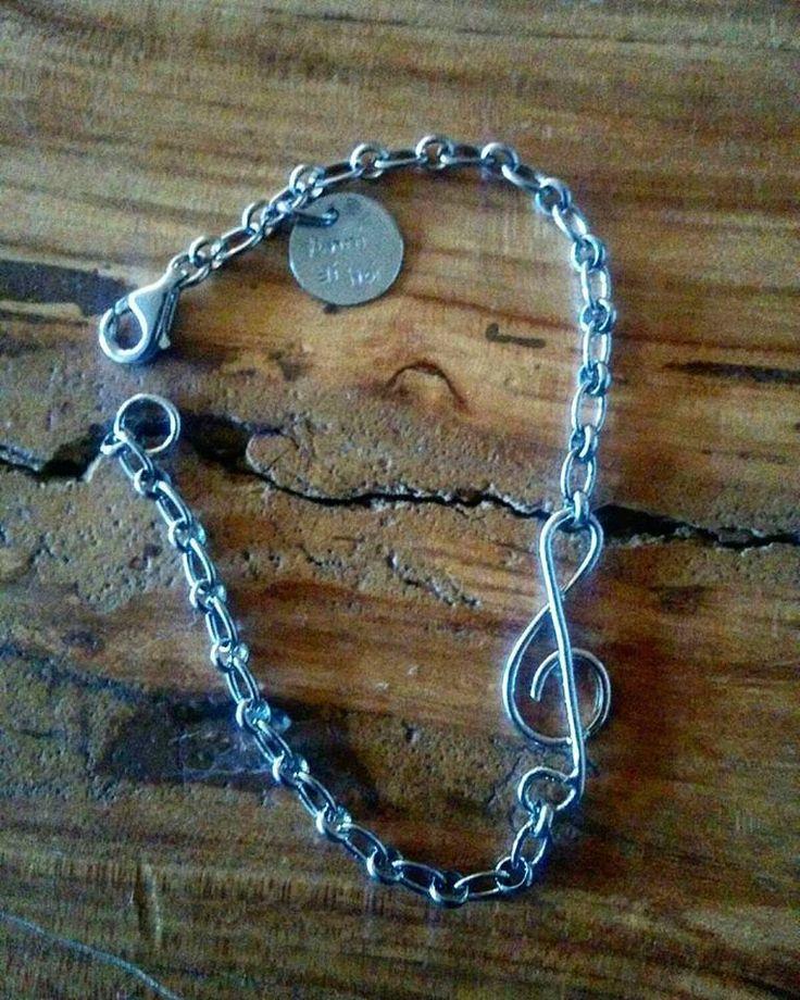 Bracciale in argento con catena rolò con centrale personalizzabile.