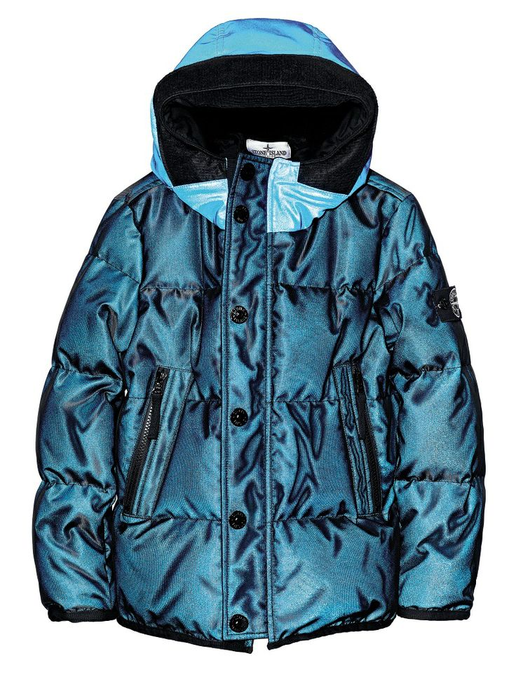 41335 MESH REFLECTIVE Hooded jacket in Mesh Reflective. This fabric, here double-layered on the outside with a nylon mesh that creates a three-dimensional effect, is highly reflective owing to a coating made up of thousands of glass micro spheres. It reflects and intensifies the brightness of the colour of the fabric itself, particularly if placed in the dark.  The coating makes the fabric water and wind resistant.