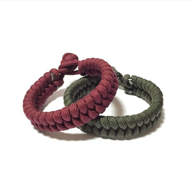 Maroon & Olive Green Fish Tail Hitch!  Also available at: Witty Label Concept @wlcshop  Unisex Bracelet  #ParacordBracelet #MensBracelet #WomansBracelet #Paracord #Bracelet #madeinsingapore