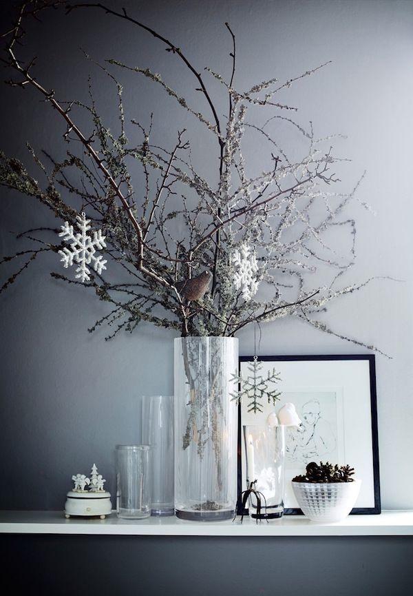 Festive home in dark grey - via cocolapinedesign.com