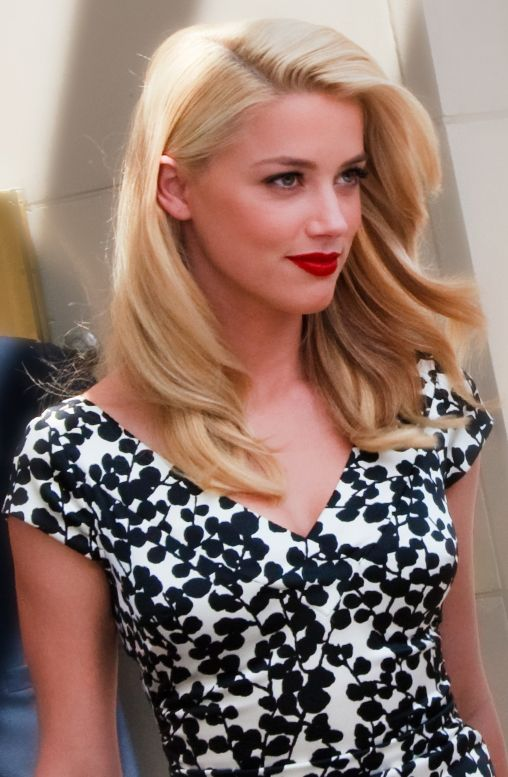11 seductive red lipstick looks - Amber Heard is absolutely amazing, check out more! Secret Salons
