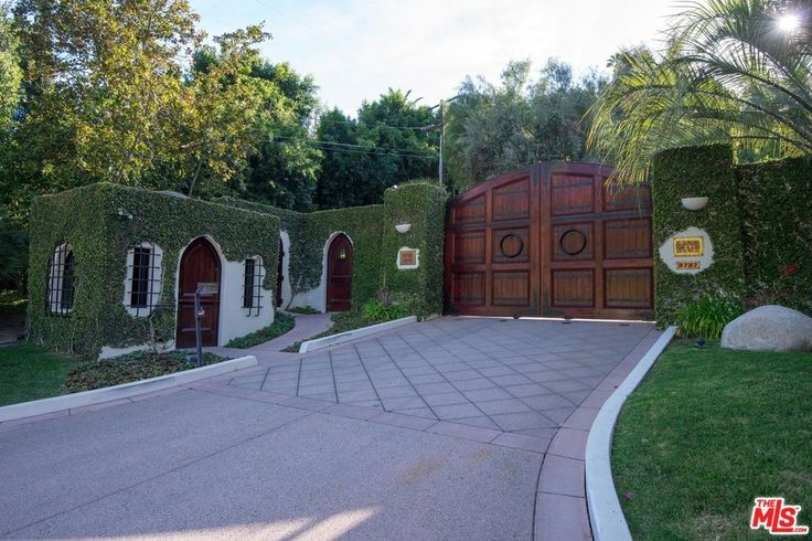 2727 Benedict Canyon Dr, Beverly Hills, CA 90210 | MLS #16133414 - Zillow