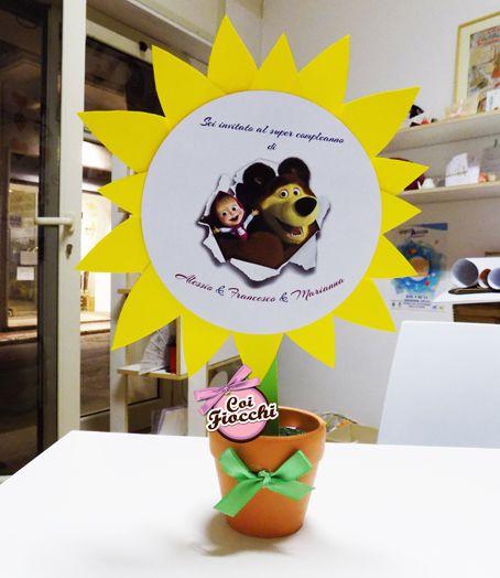 Inviti di compleanno fatti a mano a tema Masha e Orso. Un bel girasole piantato in vasetto