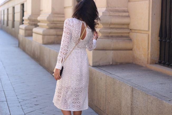 La blogger de Crazy Closet nos cuenta cómo un vestido blanco que compró pensando en llevarlo a ocasiones especiales la ha sorprendido por su versatilidad