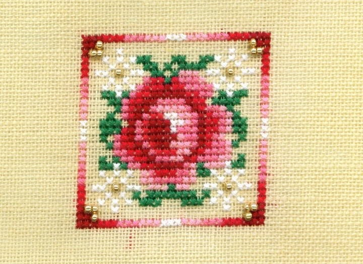 """Just Nan Freebie """"Peppermint Rose"""": Freebies Galleries, Sewing Crosses Stitches, Galleries Stitches, English Rose Handmade, Crosses Stitches Christmas, Roses, Peppermint Rose, Just Nan Crosses Stitches, Crosss Stitches"""