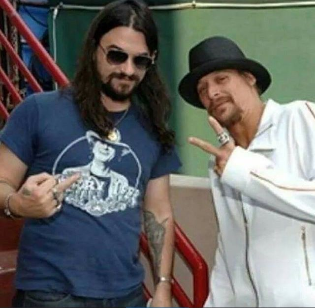 Kid Rock and Shooter Jennings. Two of my favs on the boat mother fucker