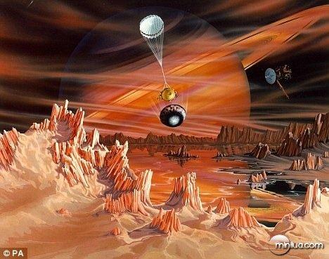 vida em titã  Produtos químicos orgânicos já haviam sido detectados no planeta de 3.200 quilômetros de largura. Mas o líquido em Titã não é água, mas o metano, os cientistas especulam que a vida existente tem origem a partir do metano.Eles descobriram indícios de que alienígenas primitivos estão respirando na atmosfera da Titã,sugerindo que poderiam estar sendo inspirada por insetos alienígenas.