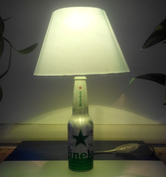 Lampada da Tavolo riciclando una bottiglietta d'alluminio