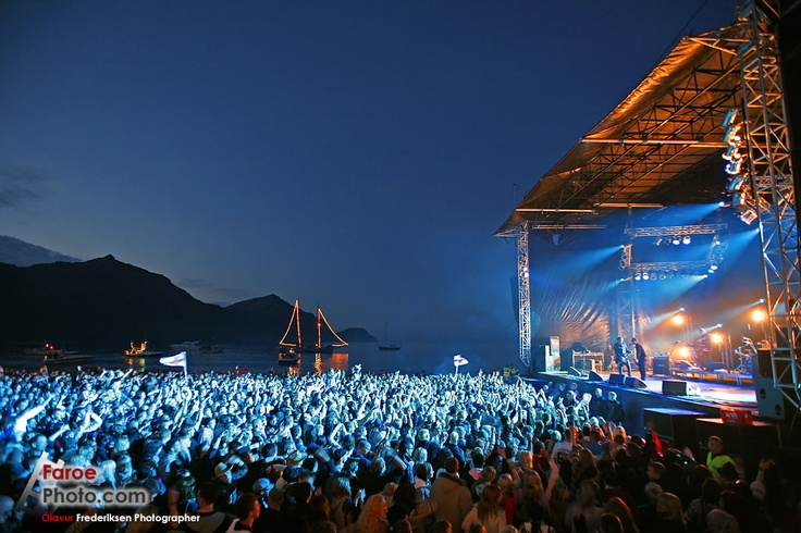 Feel the music surround you while standing on a beach. @ G! festival, Faroe Islands.