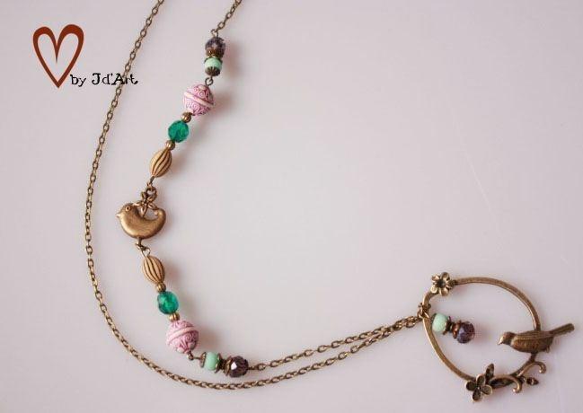 Symphonie der Farben könnte man es nennen. Hier treffen wundervolle gestreifte vintage Perlen, auf türkise Glasschliffperlen,Zwischenperle Vogel und L