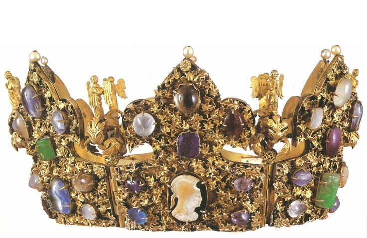 Reliquary Crown of Emperor Heinrich II, Germany (13th or 14th c.; gold, precious stones, cameos). National Treasury, Munich.