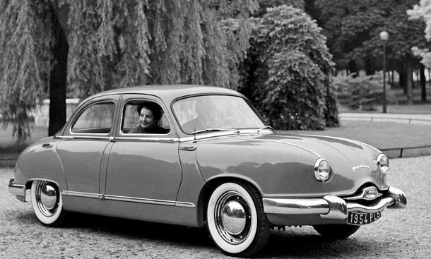 Panhard Dyna - Not macht erfinderisch: Panhard-Levassor, der große französische Autopionier und 1891 Erfinder der Kleinserienfertigung identischer Automobile, bekam nach dem zweiten Weltkrieg keine Stahllieferungen zugeteilt. Also lernte Panhard, mit Alum