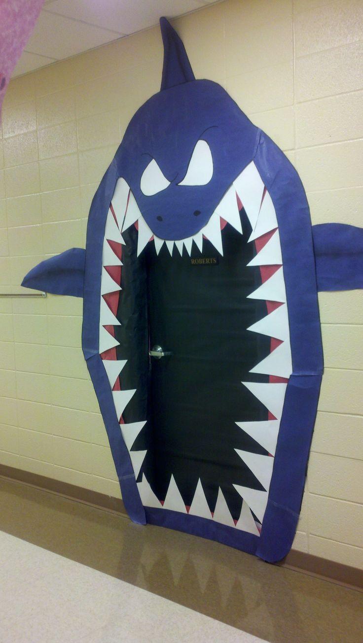 Porta dela classe pel projecte dels taurons--Classroom door decoration--Shark
